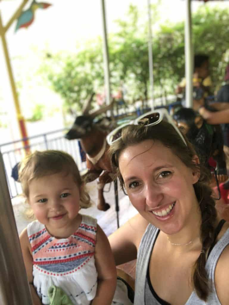 Family Summer Bucket List - mom and daughter at the zoo